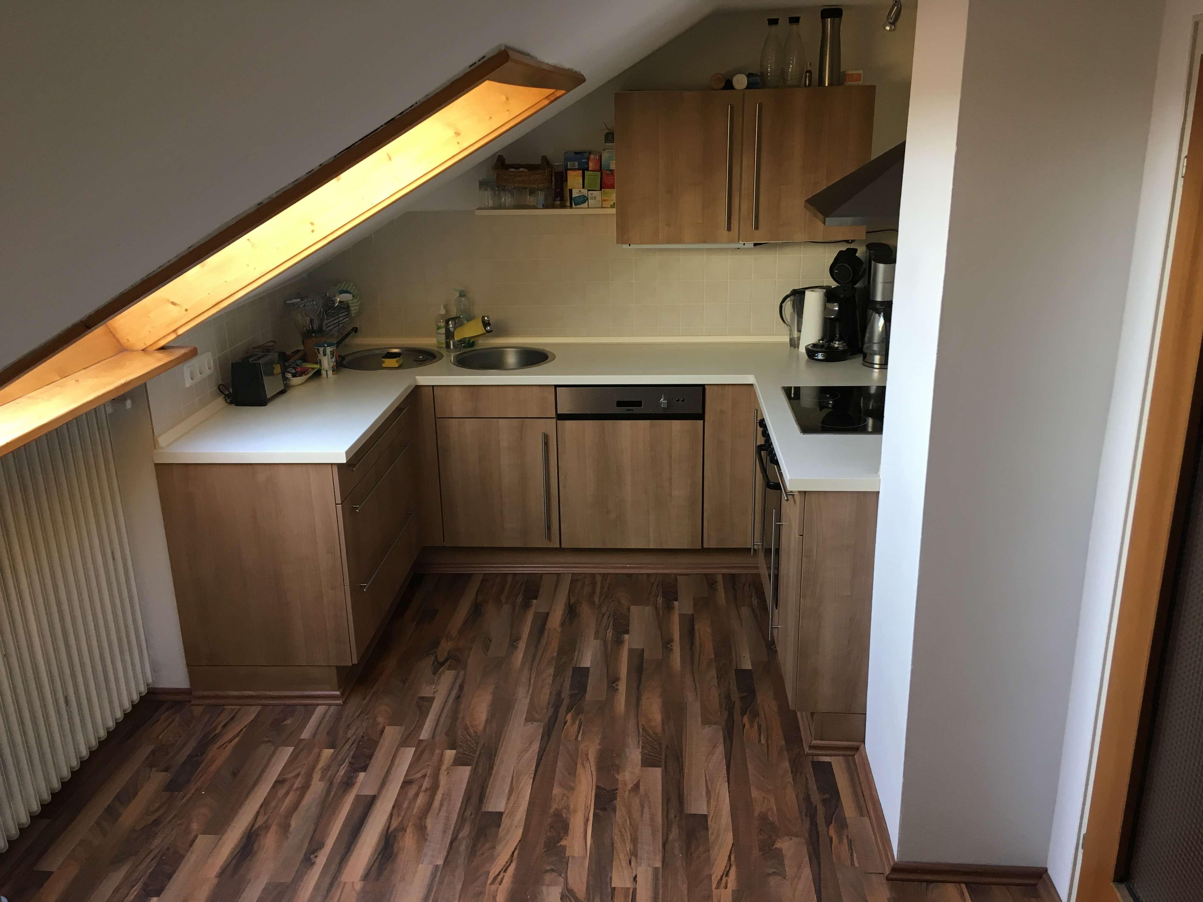 Gepflegte 1-Zimmer-Dachgeschosswohnung mit EBK in Kaufering in Kaufering