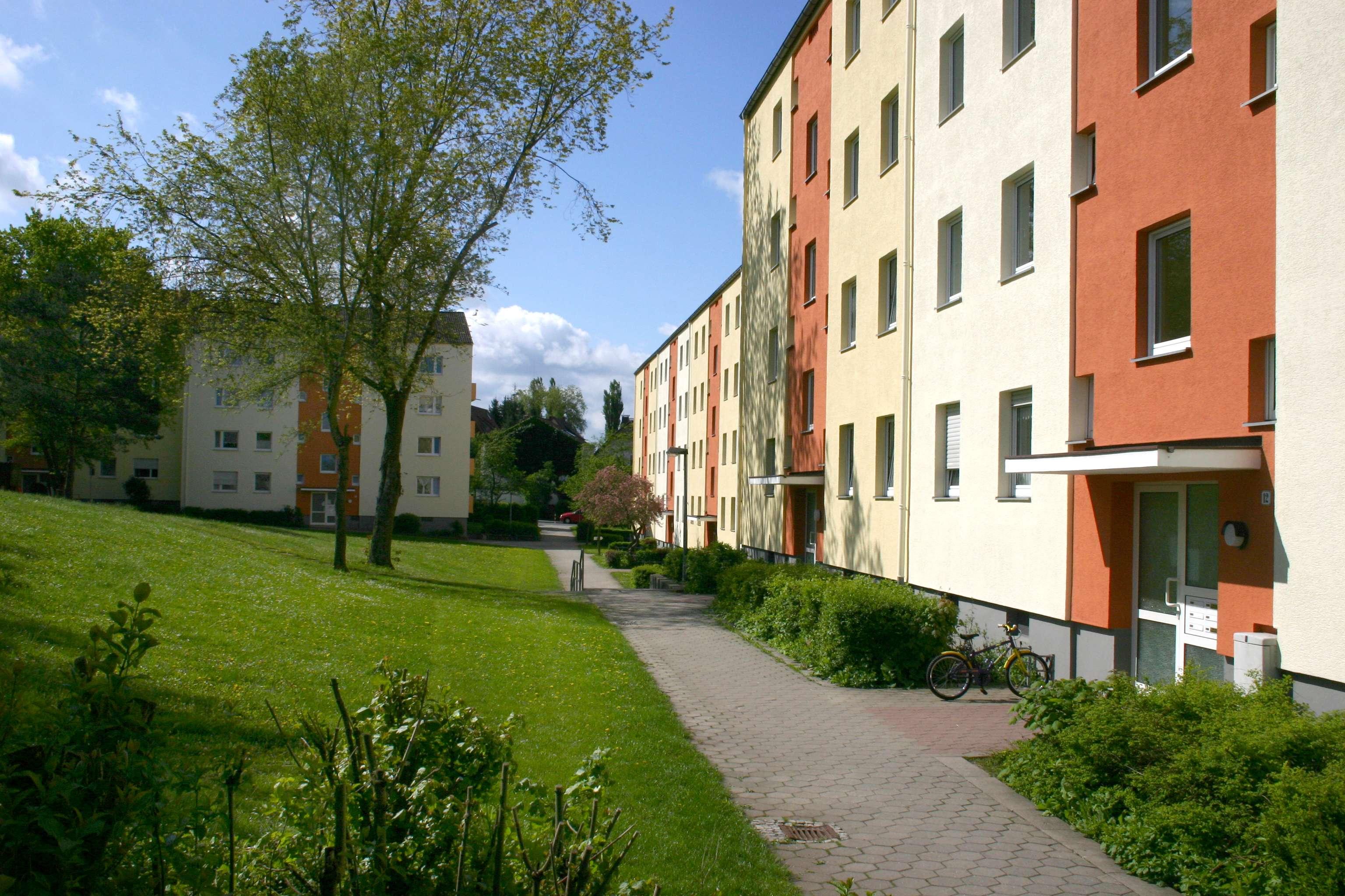 Erstbezug nach Renovierung mit Balkon: kompakte 3-Zimmer-DG Wohnung im 3.OG - Lauf (rechts) in Lauf an der Pegnitz