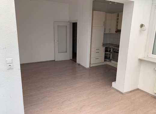 Geräumige 2,5-Zimmer-Wohnung mit Wintergarten und großem Balkon in Bremen