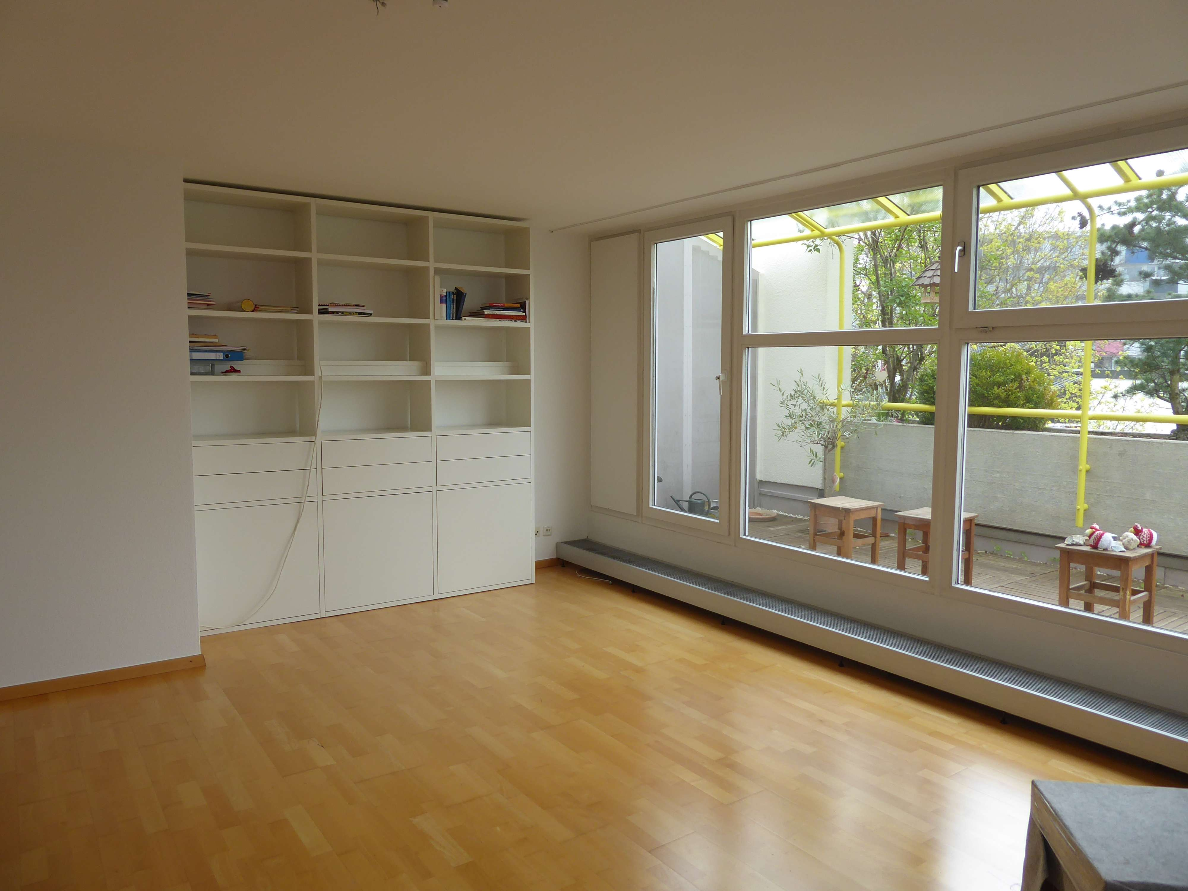 Moderne 4-Zimmer-Wohnung, teilmöbliert, im Arabellapark für 2 Jahre