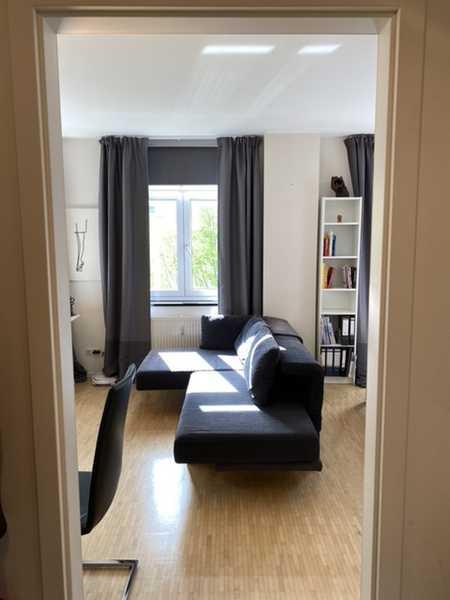 Schwabing: Geräumige 1-Zimmer-Wohnung mit EBK & PKW-Stellplatz in Schwabing-West (München)
