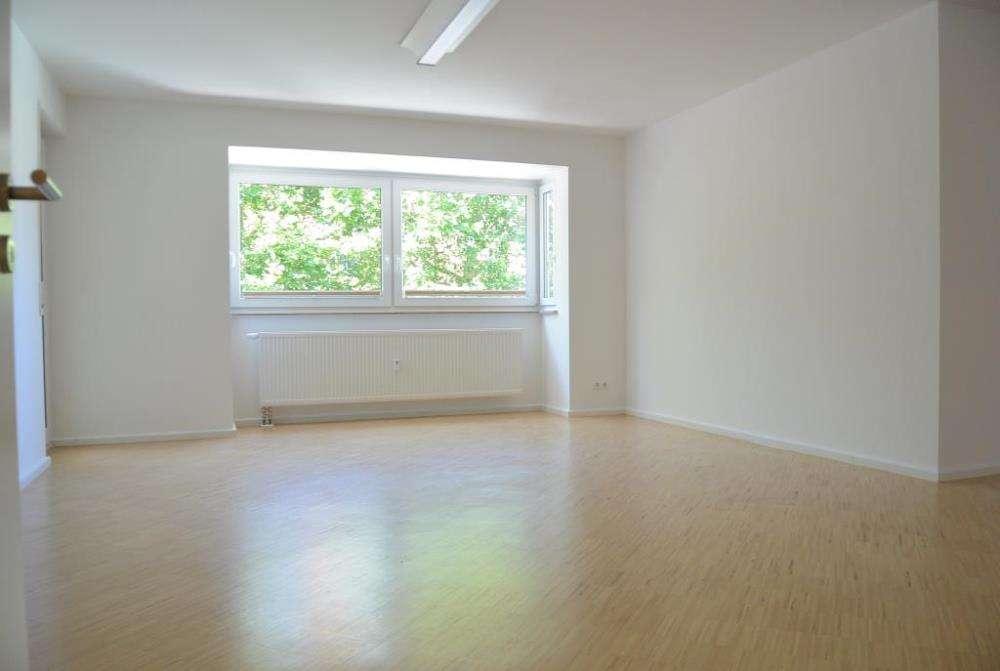 Hier wohnen Sie zentral und ruhig !   Top gepflegte 4 1/2 Zimmer Wohnung mit 2 Balkonen