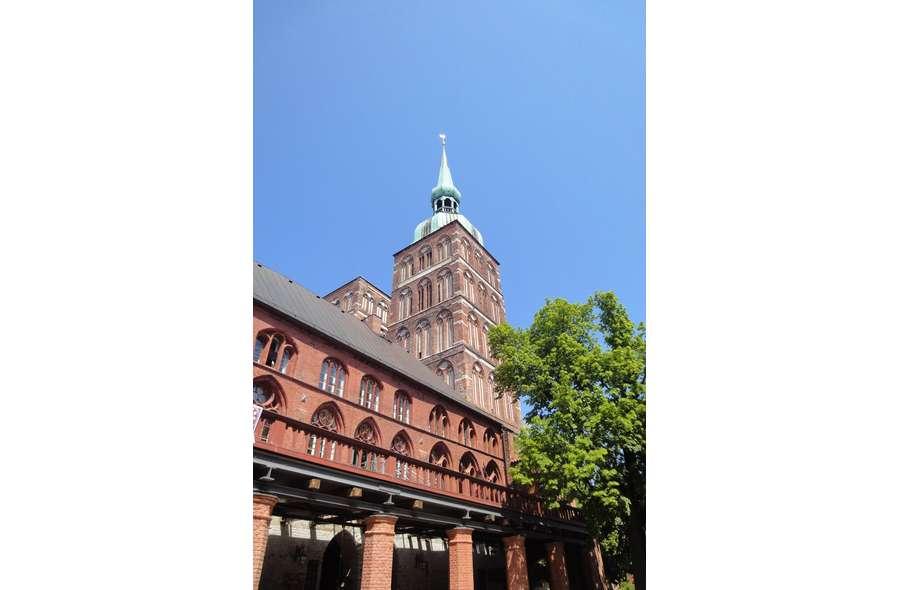 Nikolaikirche und Rathaus
