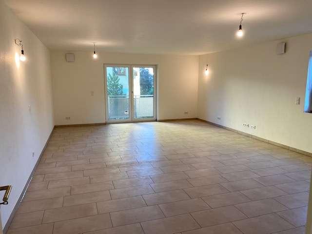 Hausverwaltung Angermair! 3 Zimmerwohnung mit großem Balkon in