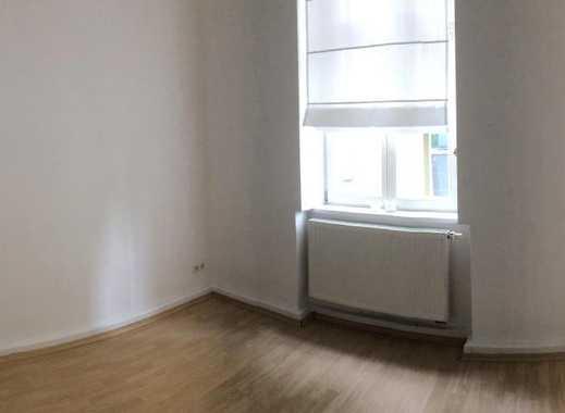 12m² Zimmer und Mitbenutzung des vollmöblierten Badezimmers, Flurs, Küche und des Wohnzimmers zu ver