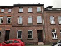 Sanierungsbedürftiges Zweifamilienhaus in zentraler Lage