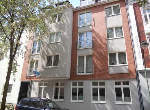 Renovierte 2-Zimmer-Dachgeschosswohnung mit Einbauküche in Düsseldorf