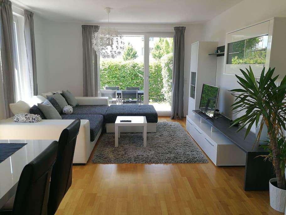 Zwischenmiete - stilvolle, möblierte 2-Zimmer-Erdgeschosswohnung mit Garten am Hirschgarten, München