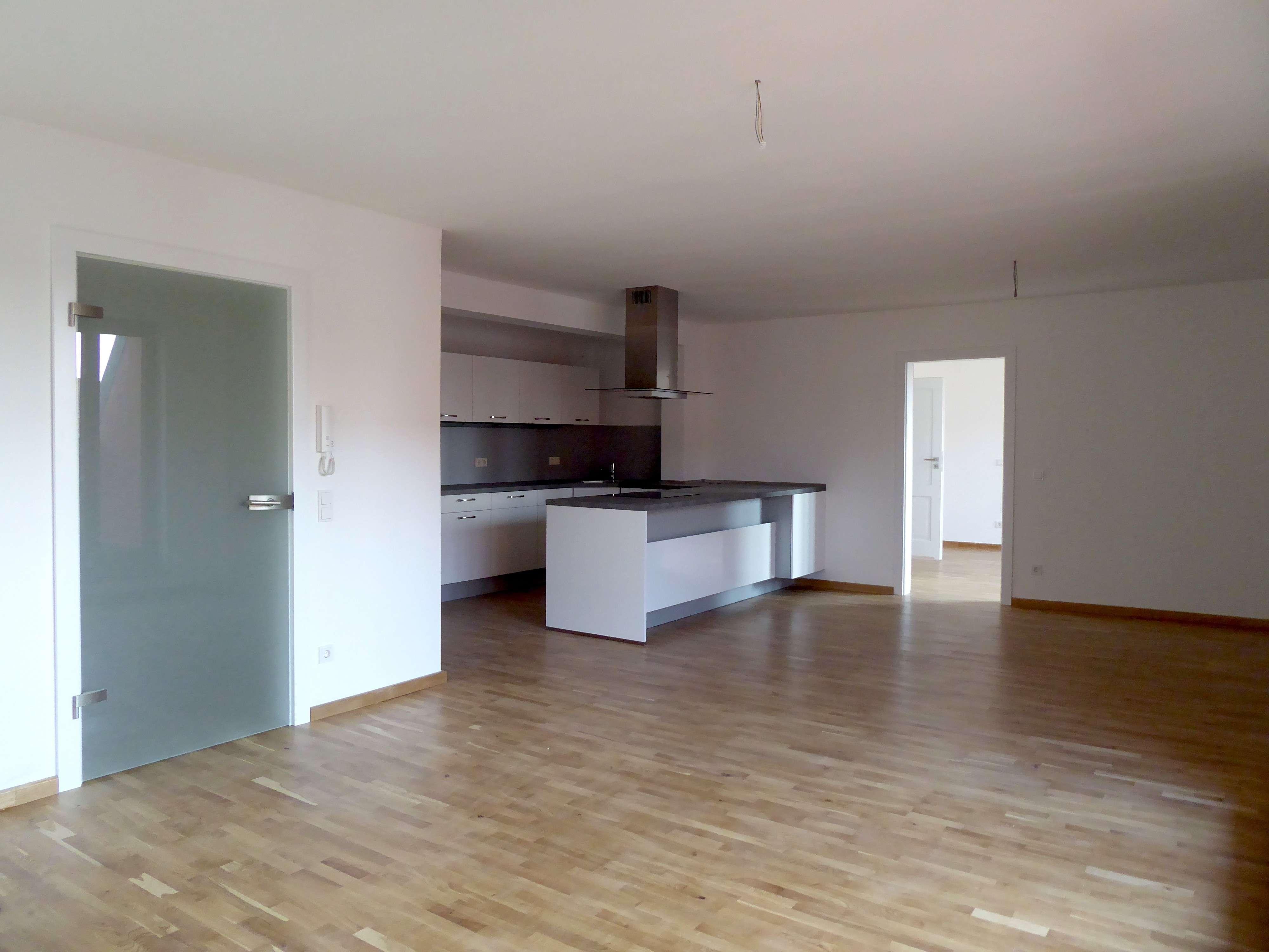Erstbezug nach Sanierung - Hochwertige 2-Zimmer-Wohnung mit 2 Loggien in bester Altstadtlage