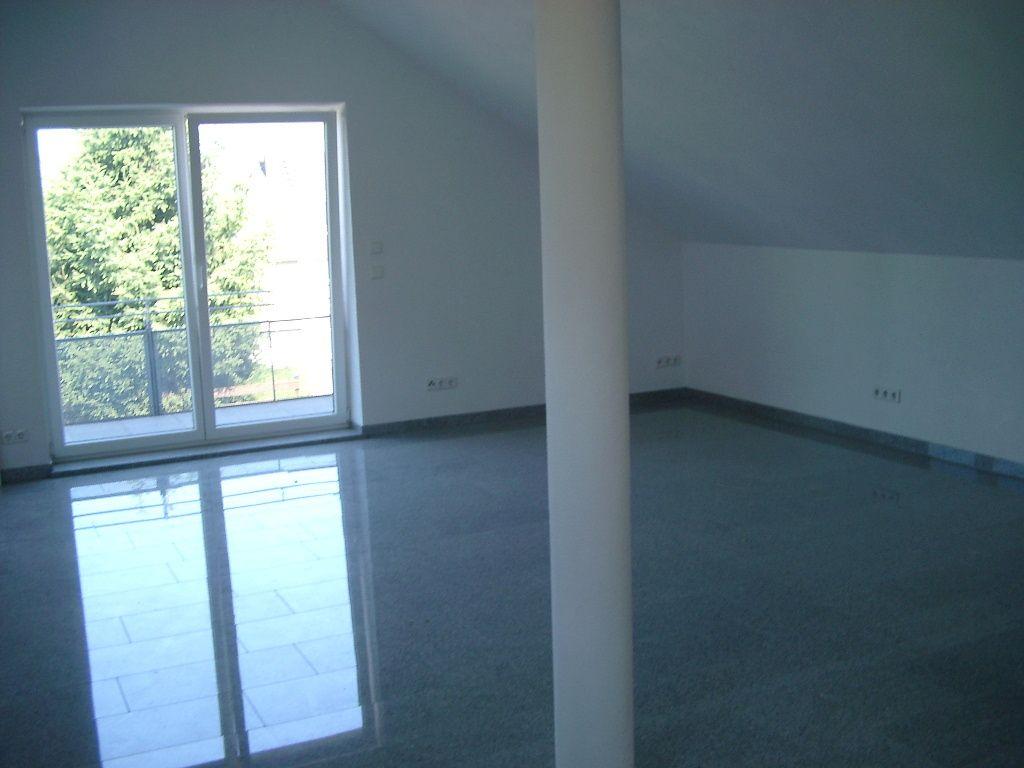 Büroraum mit Balkonausgang