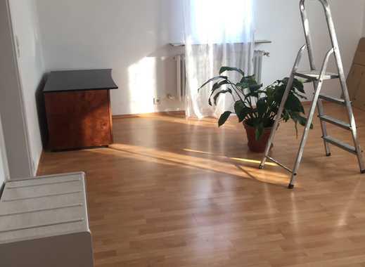 WG geeignet! 3-Zi.-Wohnung in Stuttgart-Zuffenhausen mit EBK und großem Balkon