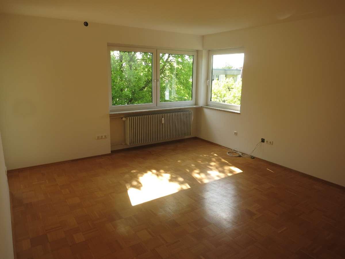 Neu modernisierte 3-Zimmer-Wohnung mit Balkon und Einbauküche in Stadtbergen