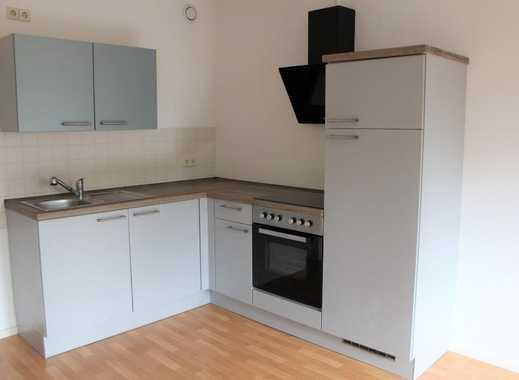 Ideal für Singles und Azubis! Sanierte 2-Raum-Wohnung mit Einbauküche im Erdgeschoss
