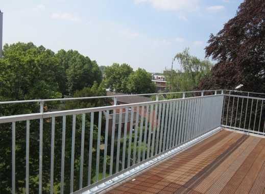 Lichtdurchflutete Dachgeschoss-Wohnung mit riesiger Sonnen-Terrasse !