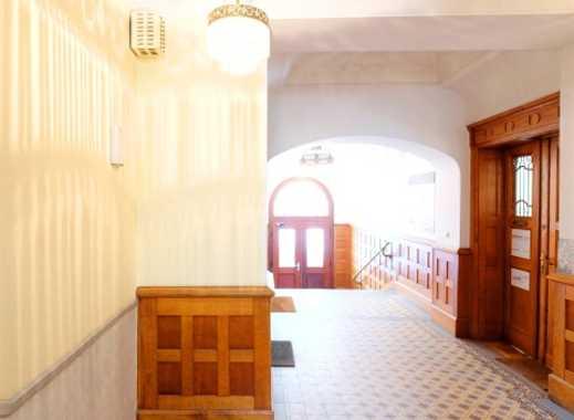 Schönstes Schwabing ... Repräsentatives Altbaubüro mit moderner Ausstattung im Alleinauftrag