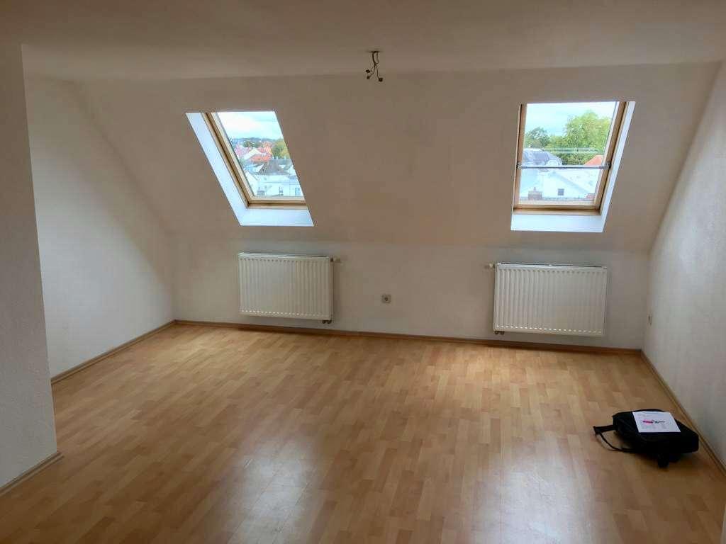 Helle renovierte 2,5-Zimmer-DG-Wohnung in Traumlage mitten in Regensburg-Kumpfmühl in Kumpfmühl-Ziegetsdorf-Neuprüll (Regensburg)