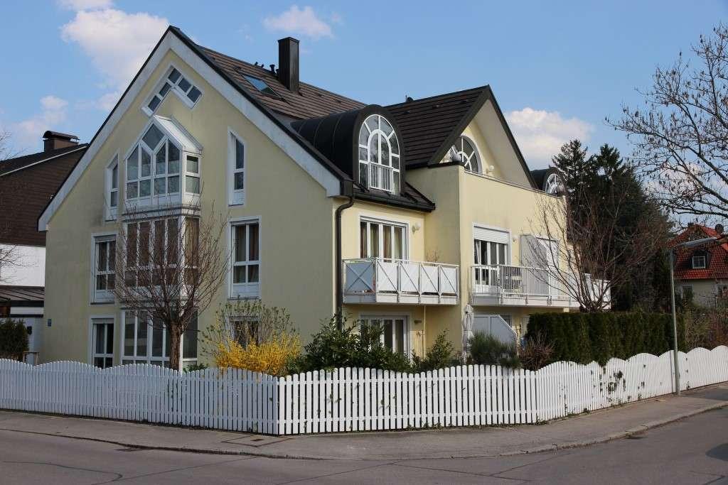 Repräsentative DG-Galerie–Wohnung in moderner Stadtvilla in Toplage Waldtrudering WF 187m² NF 220 m² in Trudering (München)