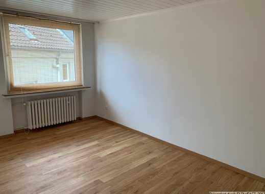 2 1/2 Raum Dachgeschosswohnung in Seitenstraße