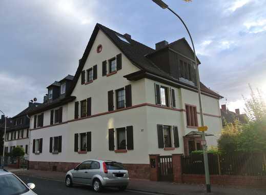 Exklusive, sanierte 3-Zimmer-Maisonette-Wohnung mit Einbauküche in Frankfurt am Main