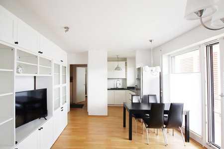 Stilvolle 3-Zimmer-Wohnung mit großem Balkon  - ohne Möbel in Perlach (München)