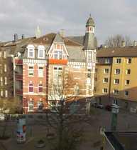 modernisierte 2-Zimmer-DG-Wohnung mit Balkon auf