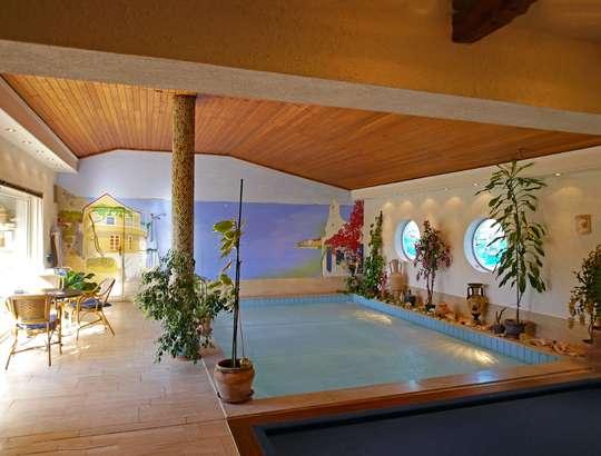 Einladendes Wohnhaus mit großer Schwimmhalle - Bild 6