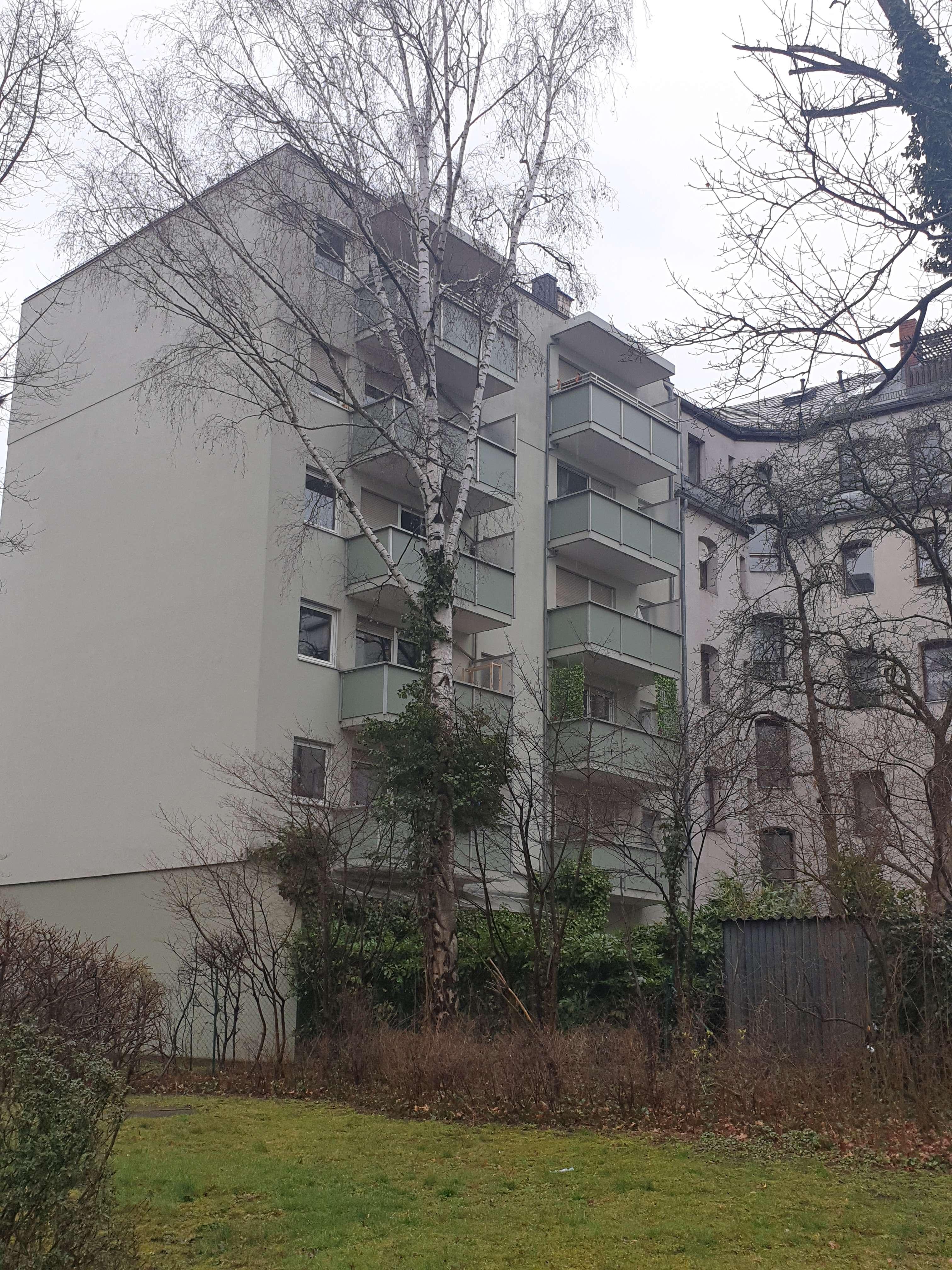Großzügige und gepflegte 3-Zimmer-Wohnung mit Balkon in Fürth-Ronhof in