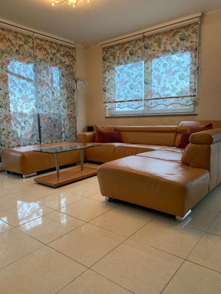 Exklusive neuwertige 4 Zimmer-Wohnung mit Einbauküche und sonnigem Balkon  in