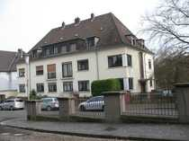 Großes freistehendes Mehrfamilien-Doppelhaus