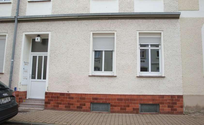 Blick auf Haustür+WZ-Fenster