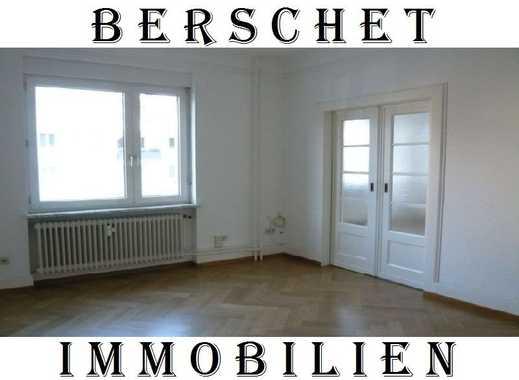 3-Zimmerwohnung in kleiner Wohneinheit mit Wintergarten, Einbauküche und Carport