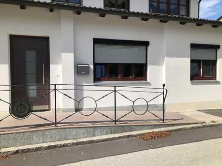 Wohnen im Münchner-Umland! Renovierte 1,5-Zimmer-Wohnung in Ortskern-Lage Pliening in Pliening