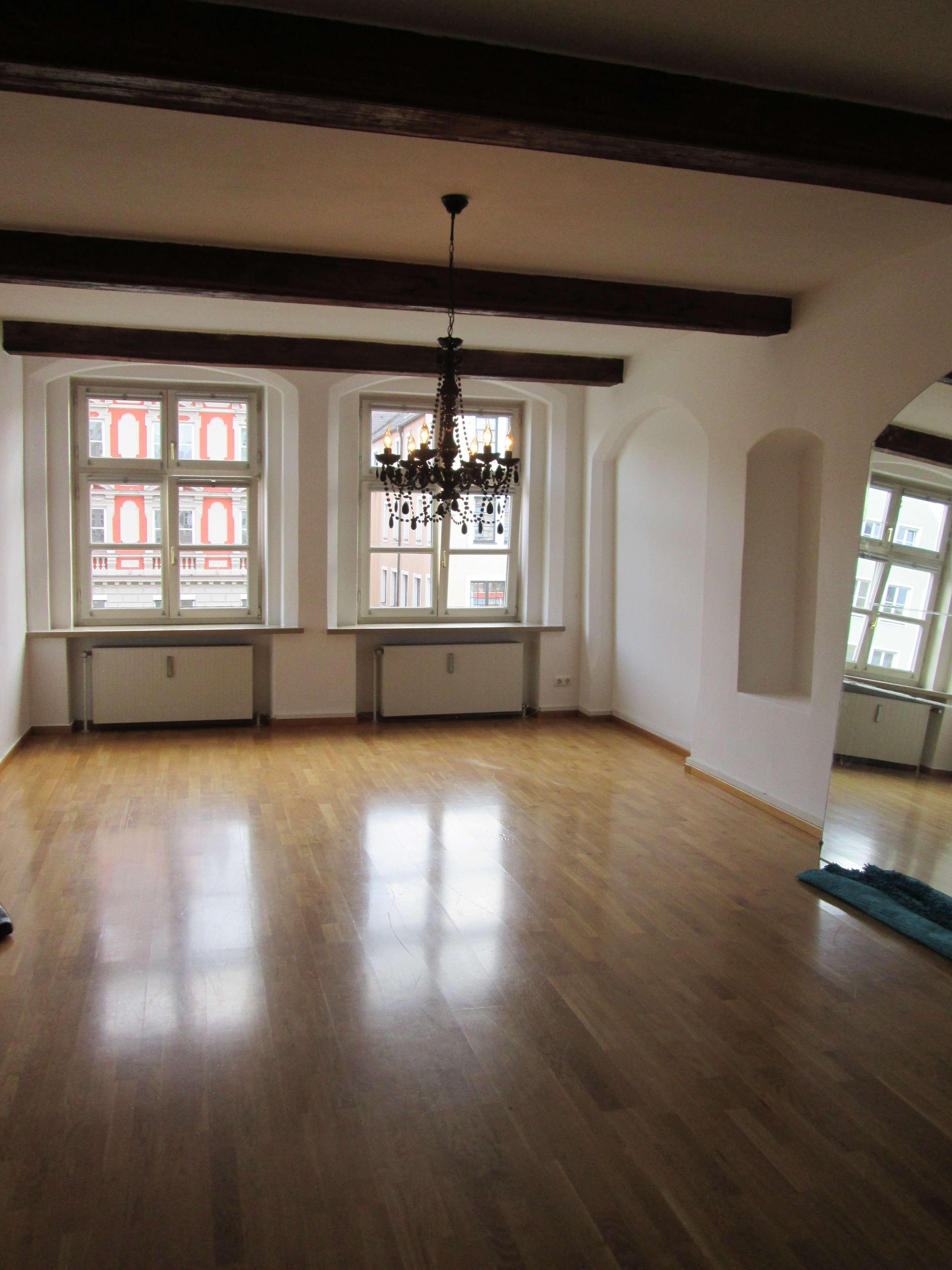 *Altstadt Landshut*teilsaniert*2 Zimmer*Küche mit neuer EBK*Bad mit Badewanne