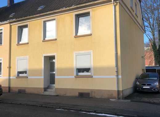 Stattliches Einfamilienhaus mit 2 Kfz.-Stellplätzen ... zur Zeit vermietet!