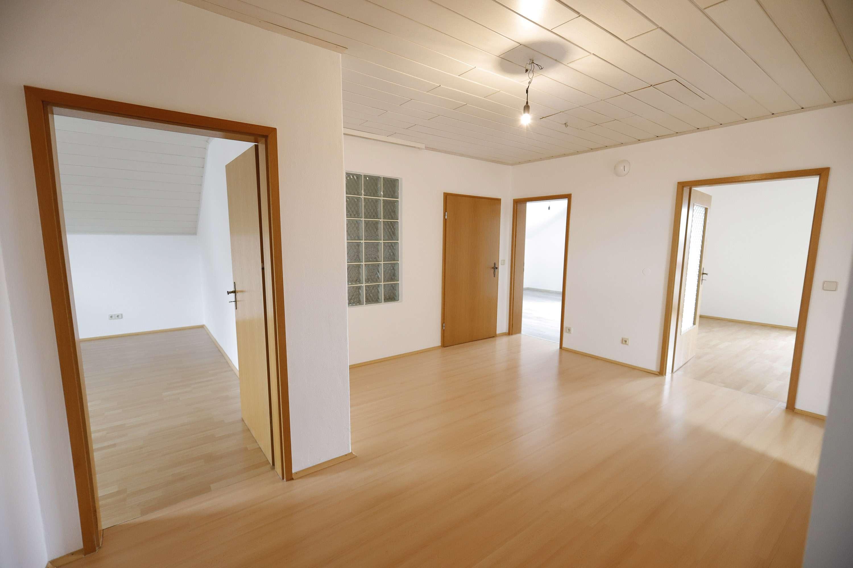 NEU renovierte Dachgeschosswohnung mit Balkon in Gaimersheim in