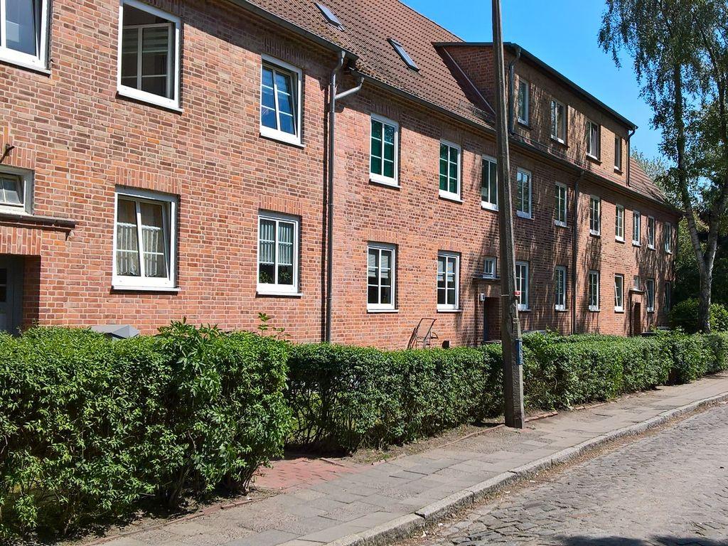 Max-Suhrbier-Straße 18,16,14