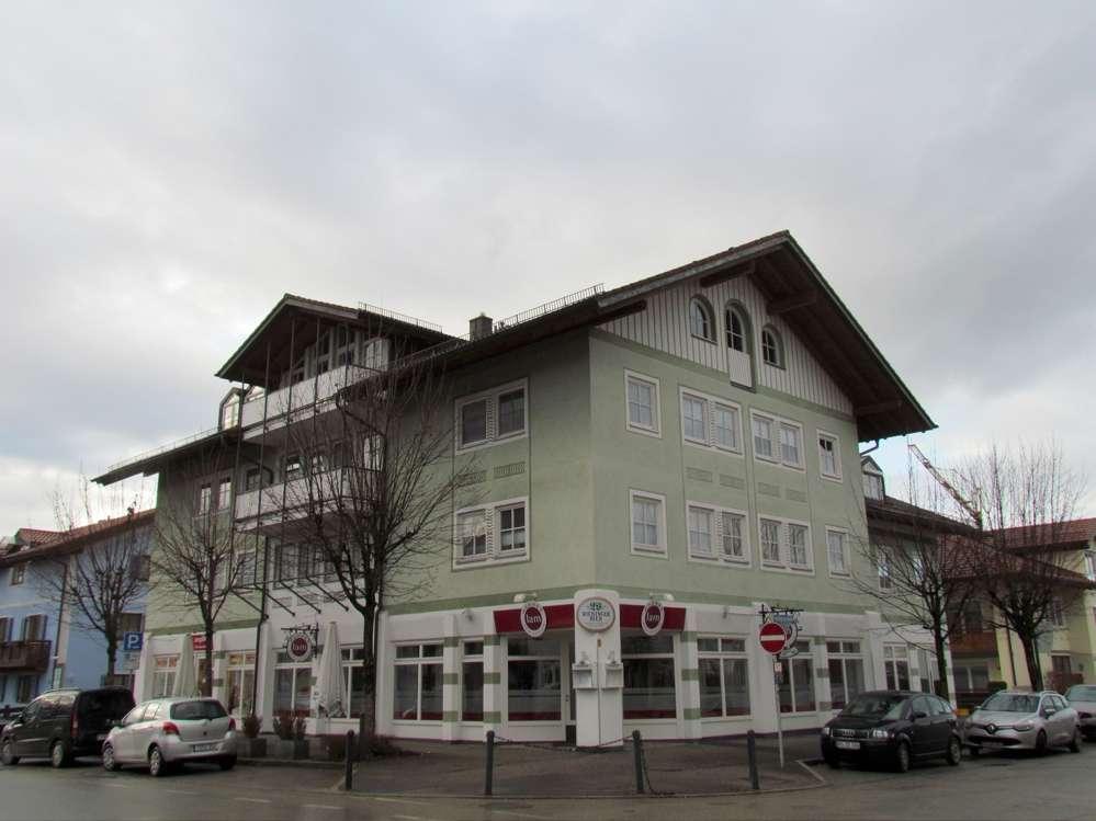 Geräumige Dachgeschosswohnung in zentraler Lage in Prien ! in