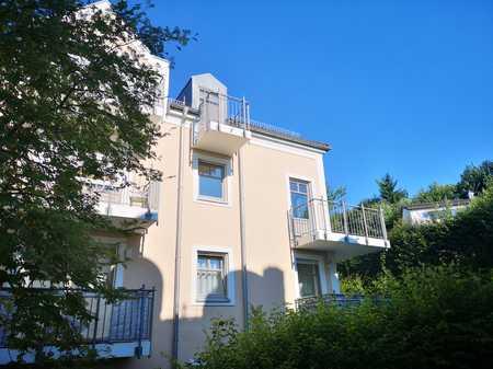 Wunderschöne, lichtdurchflutete 2-Zimmer Wohnung mit Balkon zu vermieten (WG geeignet) in Innstadt (Passau)