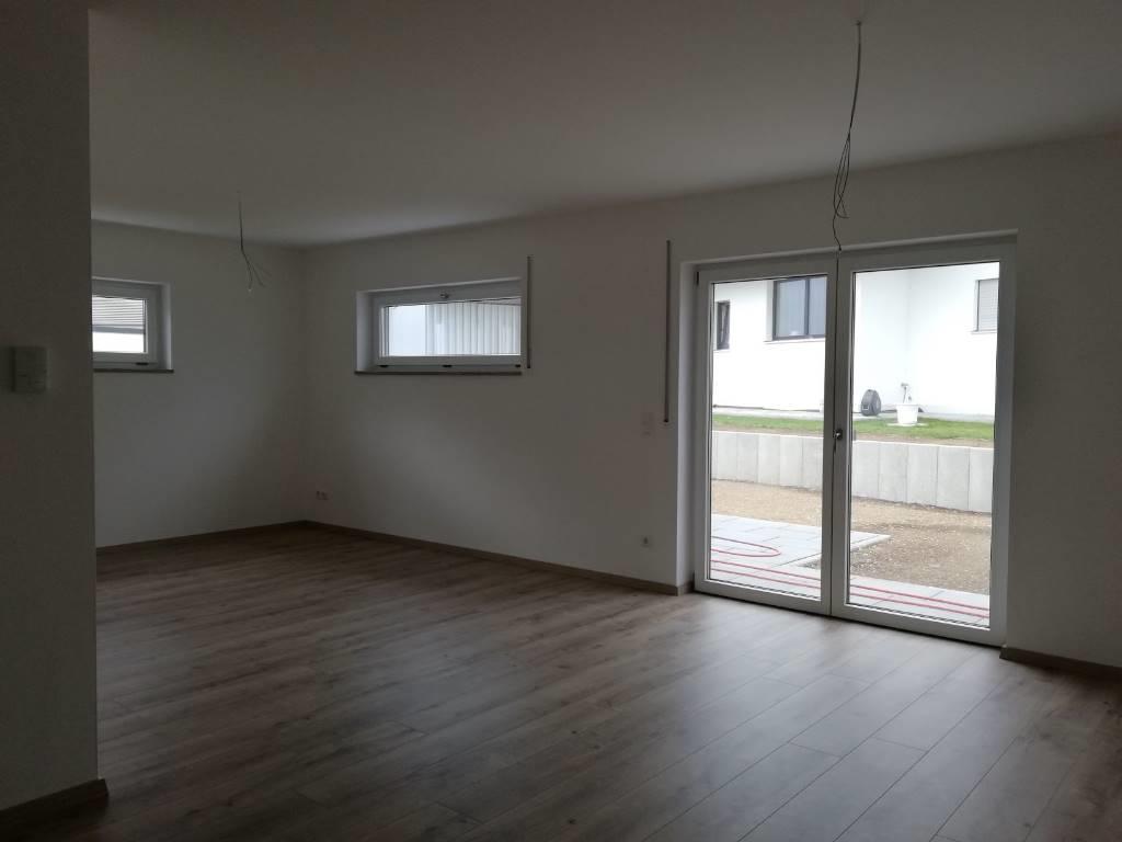 4-Zimmer-Wohnung, Neubau mit Terasse u. Garten in Wallersdorf in Wallersdorf