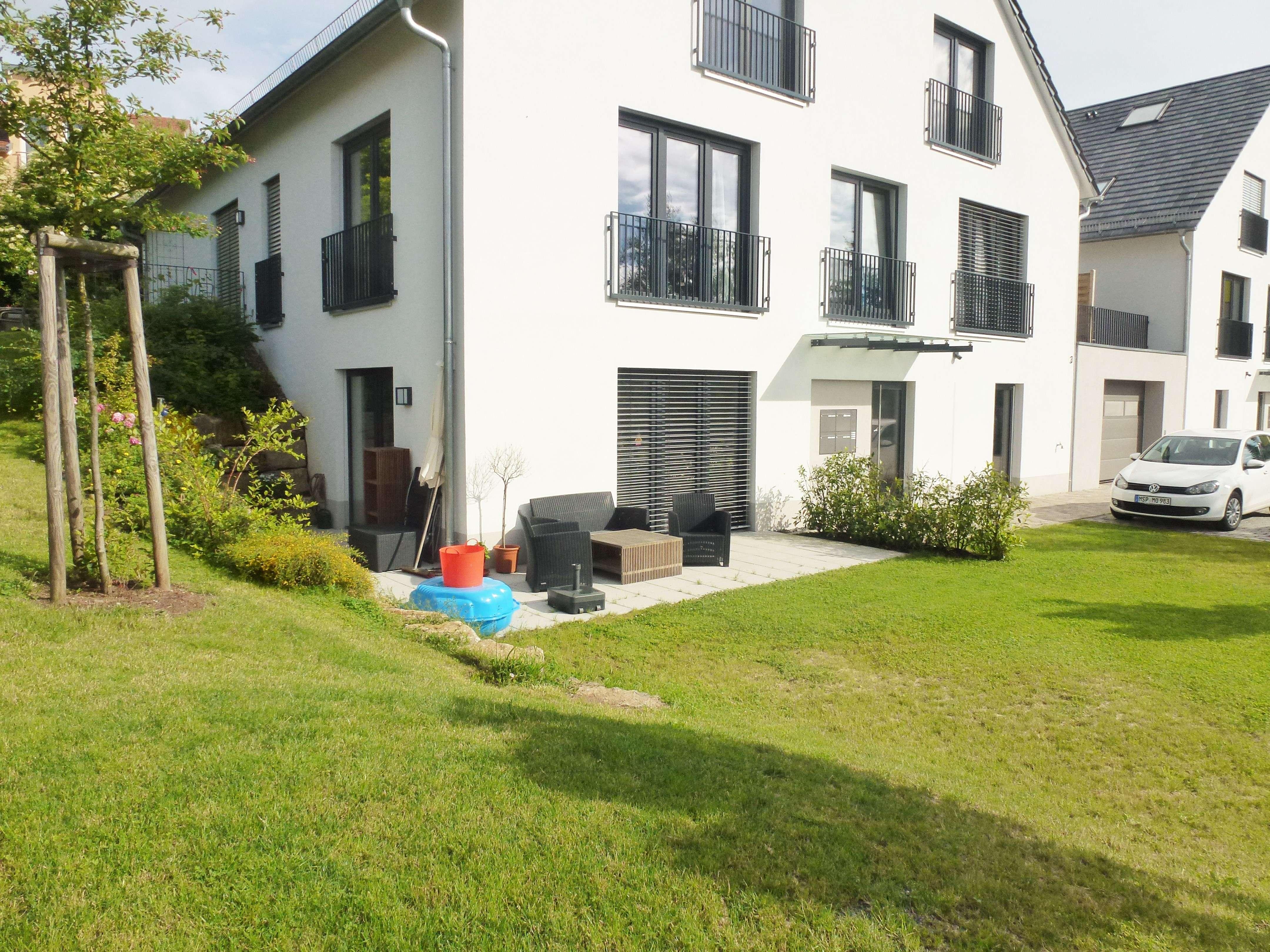 Neuwertige 3,5-Zimmer EG-Wohnung mit großer Terrasse in Höchberg in