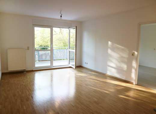 Schöne renovierte 2 Zimmerwohnung mit Balkon ins Grüne
