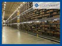 Produktions- und Logistikhalle mit Hochregalanlage