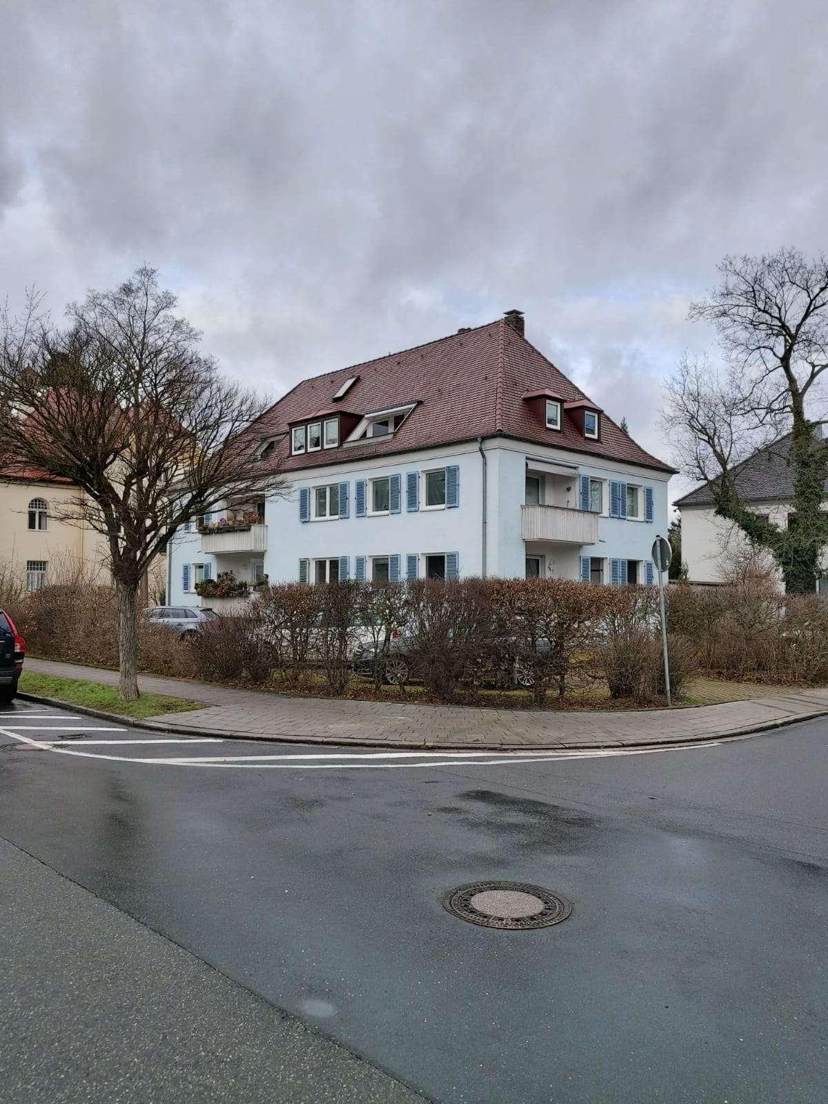 Helle, 2,5-Zi.-Maisonett-Whg. ca. 80 qm, Balkon, Stellplatz, in begehrter Villengegend in Erlangen Süd (Erlangen)
