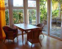 Bild Helles und sonniges Dachgeschoßzimmer mit Balkon, Bad, Garten, Küche und Eßplatz...