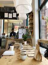 Hippes Cafe Eisladen direkt am