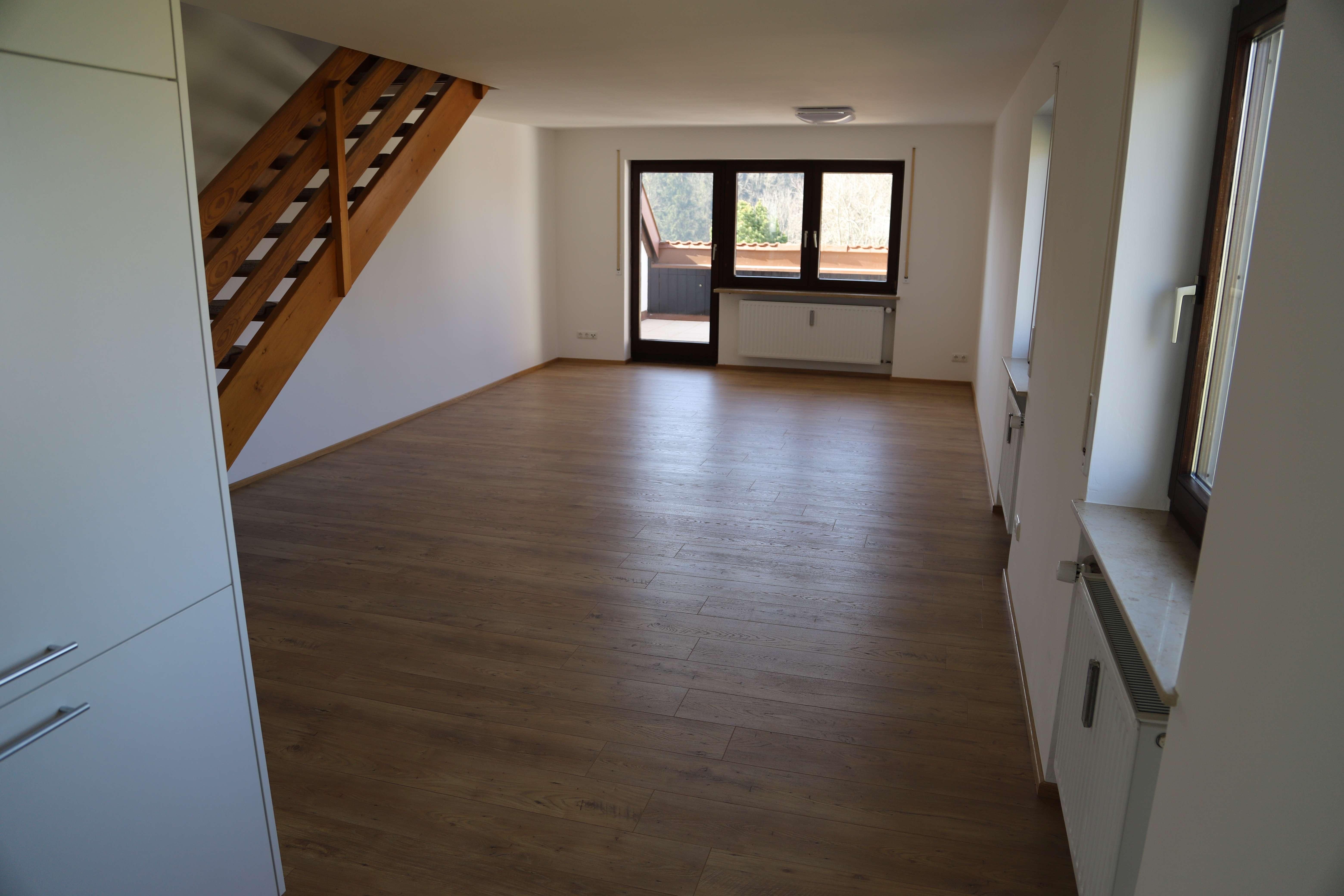 Vollständig renovierte, helle Maisonette Wohnung in ruhiger Wohnlage in