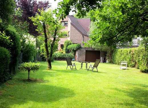 Gesuchtes 2-Familienhaus zwischen 2 großen Grünbereichen