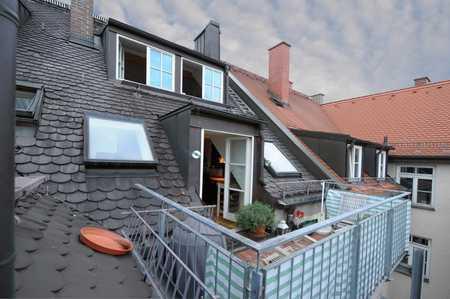 Selten schöne DG Wohnung über zwei Ebenen mit Kamin und Balkon! in Maxvorstadt (München)