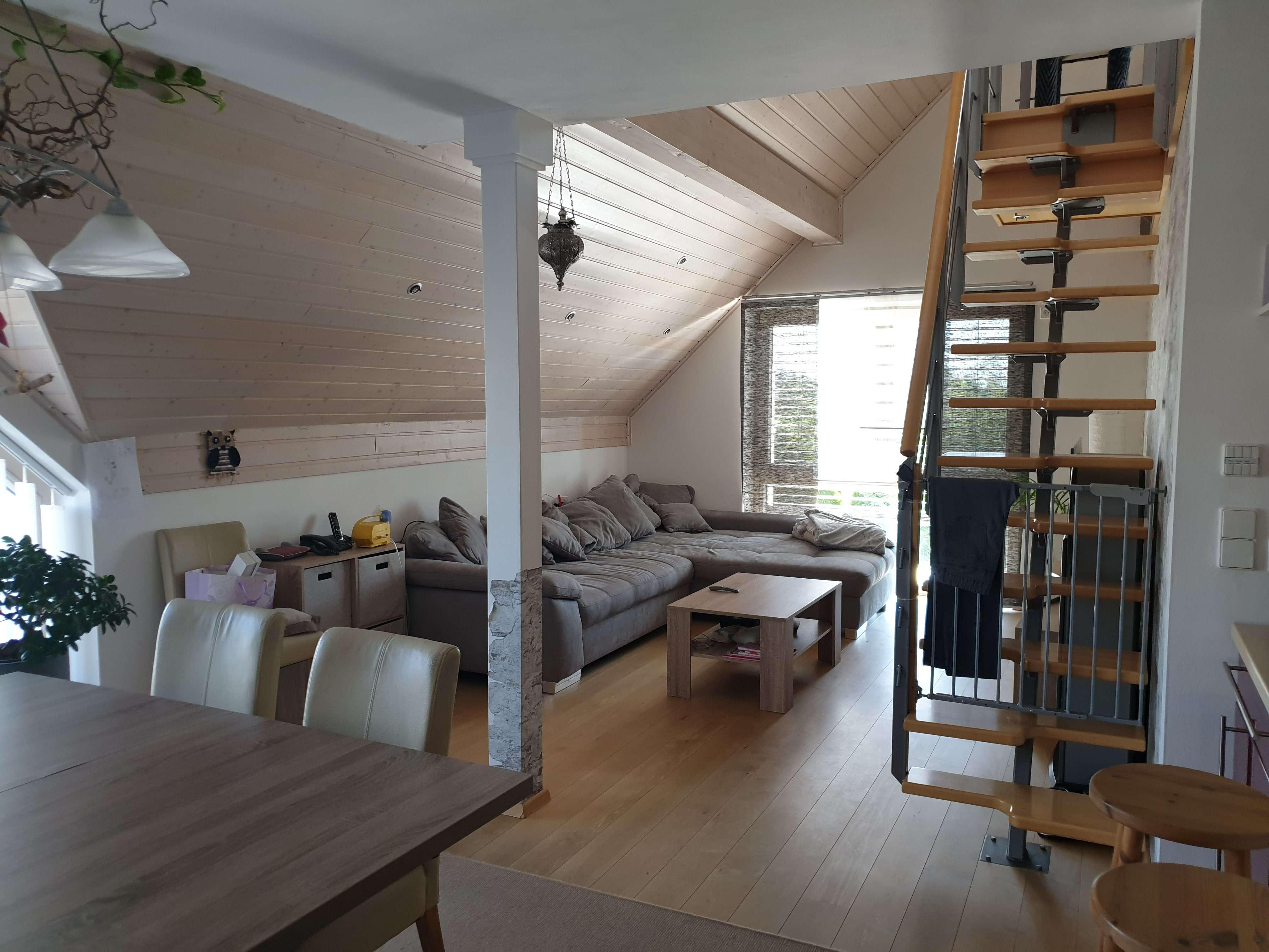 Freundliche 5-Zimmer-Wohnung auf zwei Etagen mit Dachterasse in Günzburg (Riedhausen) in Günzburg
