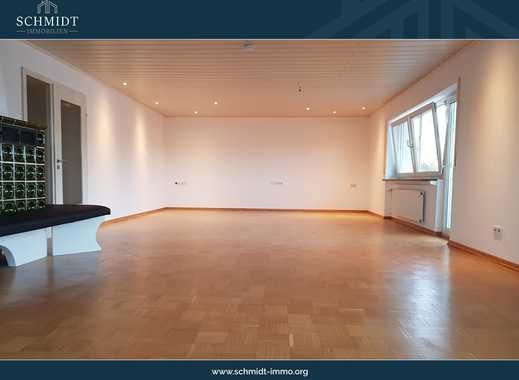 Imposante Etagenwohnung mit großem Wohnbereich, Balkon und Terrasse + Garage.